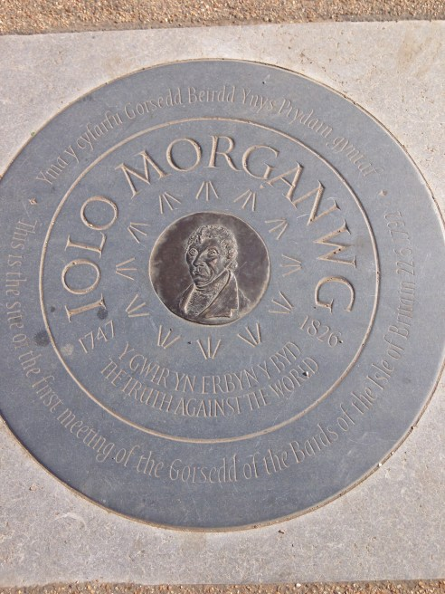 IOLO MORGANWG PLAQUE, TOP OF THE HILL.   © 2013 iLovePrimroseHill.com, all rights reserved.