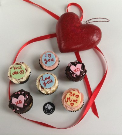 BOX OF 6 SWEET THINGS MINI-CUPCAKES:£13.50