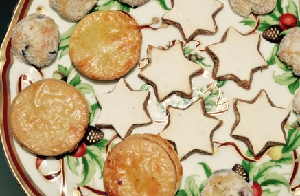 THE MELROSE AND MORGAN MINCE PIE, SHOWN WITH THEIR CINNAMON STARS AND STOLLEN BITES