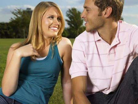 How To Use Body Language To Flirt