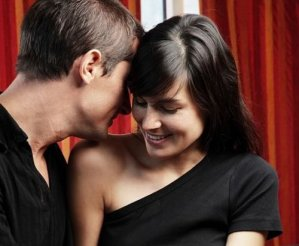 10 Common Pitches Men Use To Get A Romantic Bedroom Tryst With A Girl