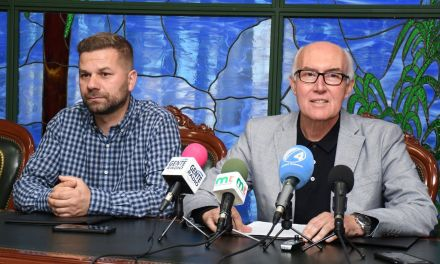 El alcalde muestra su solidaridad con los trabajadores del Complejo Deportivo Santa Úrsula