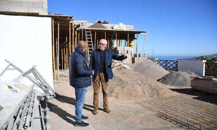 El Ayuntamiento aborda la creación de nuevos locales sociales en La Corujera