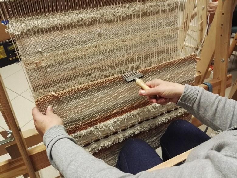 Készül a derzsi szőnyeg