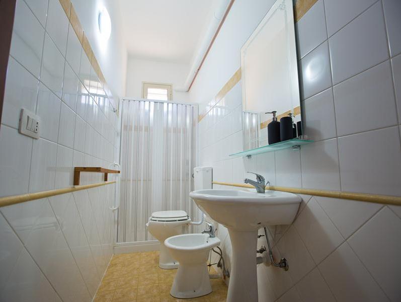 bagno camera due matrimoniale B&B a Licodia Eubea
