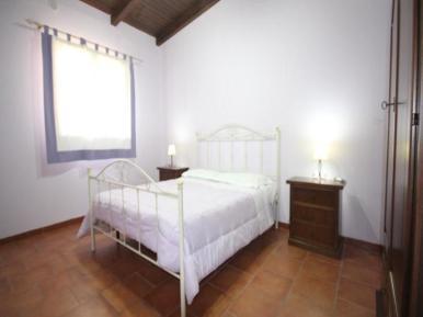 camera da letto appartamento trilocale fontane bianche