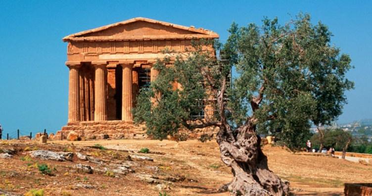 La Valle dei Templi è un'area archeologica della Sicilia caratterizzata dall'eccezionale stato di conservazione e da una serie di importanti templi dorici del periodo ellenico