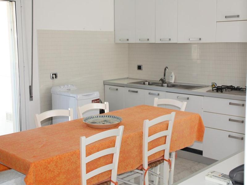Cucina Villa Canalotti a Punta Braccetto
