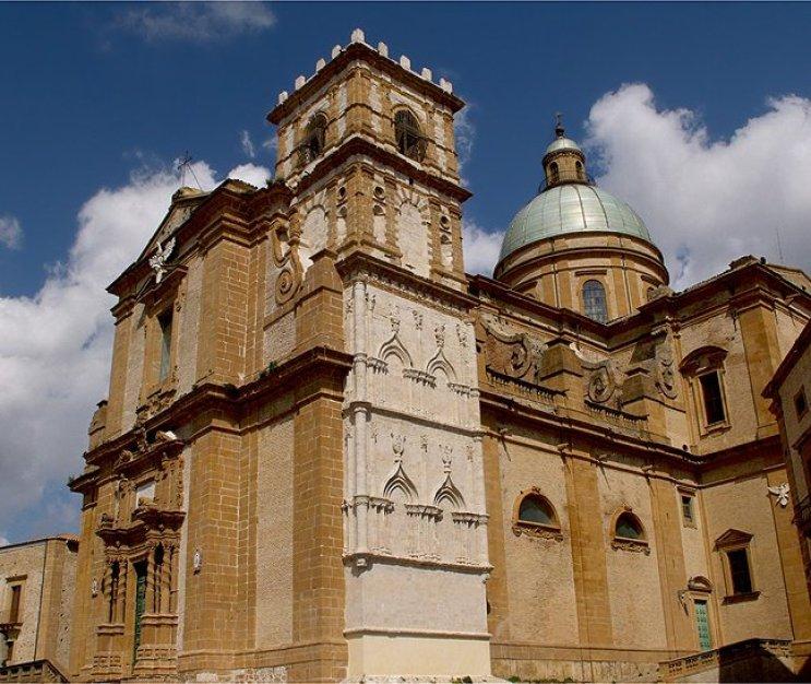La basilica cattedrale di Maria Santissima delle Vittorie di Piazza Armerina è la cattedrale della diocesi di Piazza Armerina, in Sicilia ed è dedicata a Maria Santissima delle Vittorie