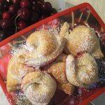 Ravioli dolci alla confettura di ciliegie
