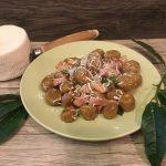 Gnocchi di castagne e zucca allo speck, alloro e ricotta salata