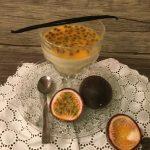 Panna cotta alla vaniglia con frutto della passione