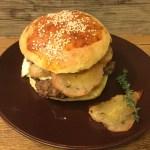 Hamburger di bufala con pere arrostite al timo, talebu' e miele