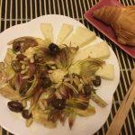 Insalata di carciofi, olive taggiasche,  formaggio Asiago e pinoli