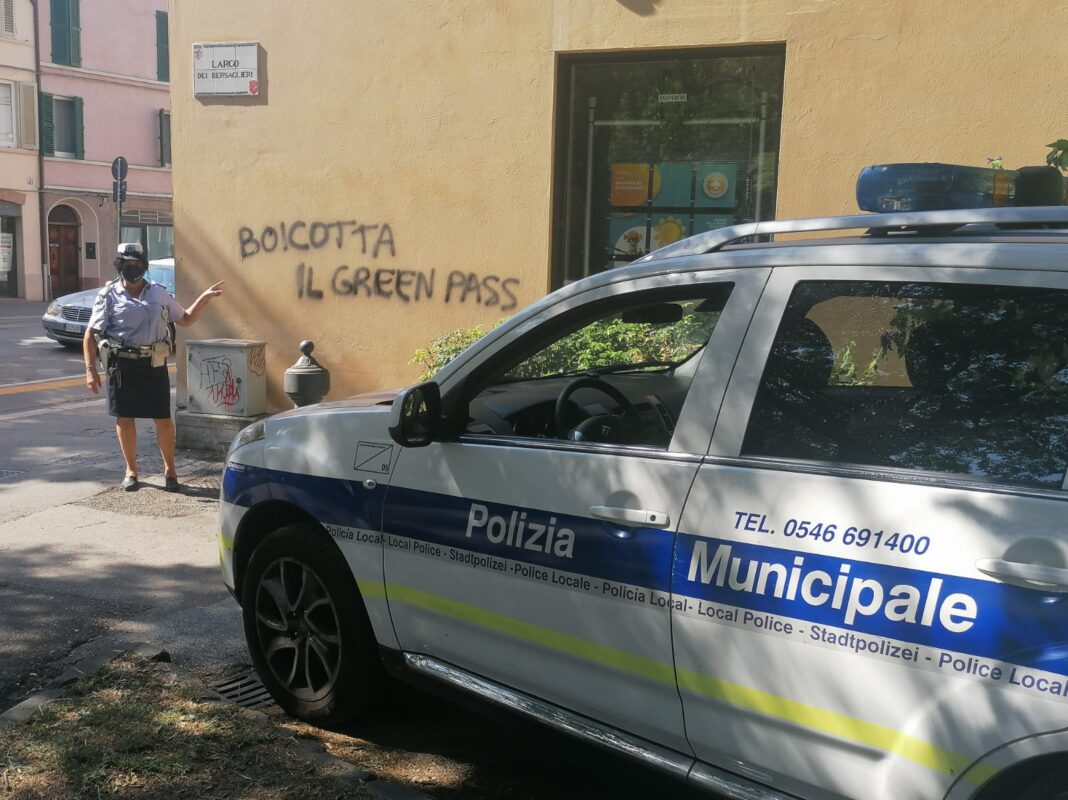 faenza-scritte-anti-green-pass
