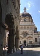 Palazzo Ragione on the left, Cappella Colleoni on the right