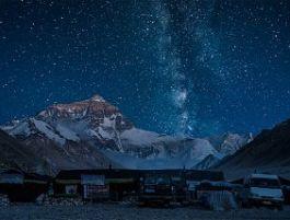 La Via Lattea vista dal Qomolangma