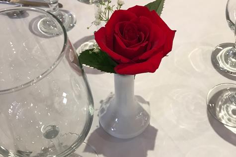 rosa-sul-tavolo