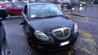 23112013 auto vandalizzata santuario (1)