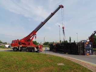 11052015 camion ribaltato origgio (13)