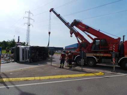 11052015 camion ribaltato origgio (14)