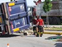 11052015 camion ribaltato origgio (29)