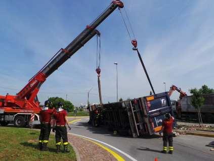 11052015 camion ribaltato origgio (33)