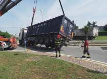 11052015 camion ribaltato origgio (40)