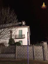 05012016 incendio tetto caronno pertusella (2)