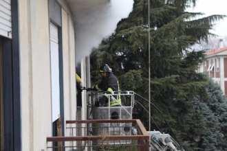 10012017 incendio appartamento via Miola 1 (14)