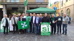 17102017 gazebo piazza referendum (2)
