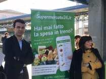 cinzia farisè di trenord e federico sargenti di supermercato24 a saronno centro per presentazione nuovo servizio spesa 16112017 (5)