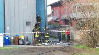 20180406 incendio rifiuti vigili del fuoco (1)