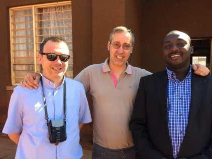 foto 1_ Paolo Sormani e don Gianluca Romanò con il direttore della Caritas locale