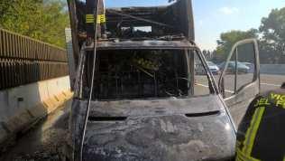 20181012 incendio furgone autostrada (1)