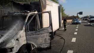 20181012 incendio furgone autostrada (2)