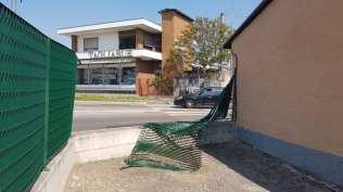 incidente recinzione rotonda via milano 16042019 (1)