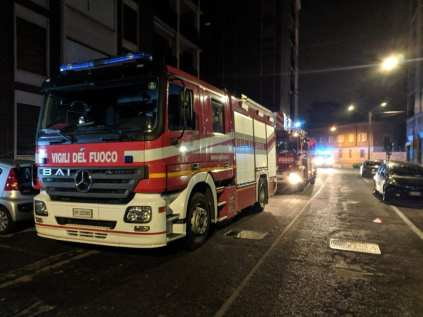 20190527 pompieri autoscala nottevigili del fuoco via Leopardi (3)