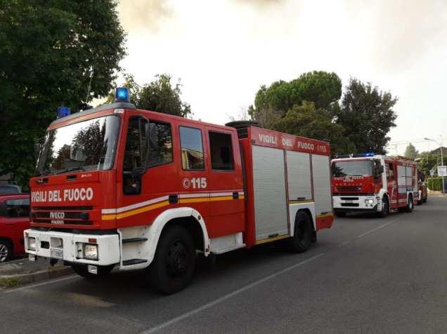 20190921 incendio cesate vigili del fuoco (10)
