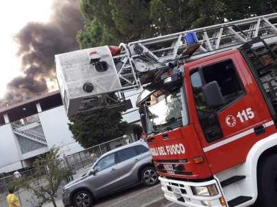 20190921 incendio cesate vigili del fuoco (3)