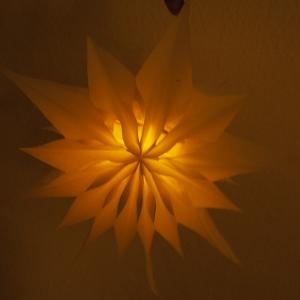 Stern mit Muster 2 beleuchtet
