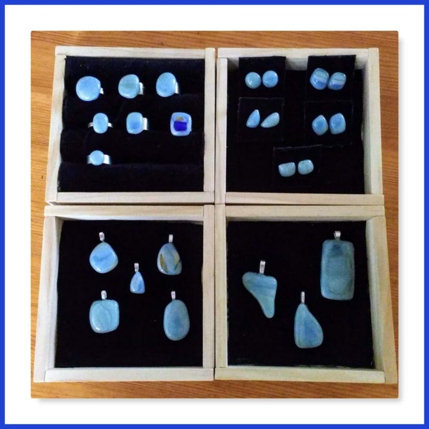 Schmuck aus blauem Tiffanyglas