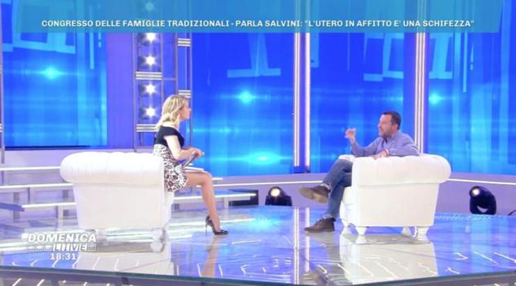 Barbara D'Urso costringe Salvini a smarcarsi dal concetto di «satanismo degli omosessuali» di Silvana De Mari