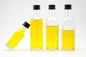 olio-oliva-bottiglia-178641561