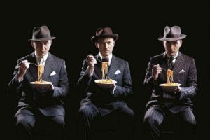 gotan_project_italia_spaghetti_vestito_gessato_mafia_gangster