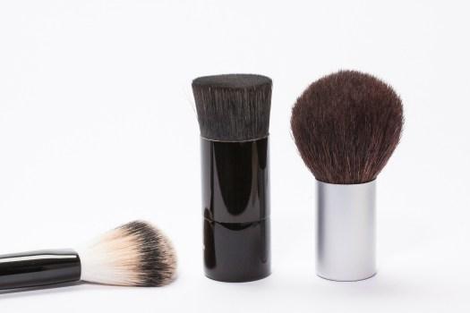 Astuce beauté contre l'acné : nettoyer ses pinceaux de maquillage