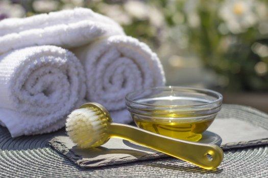 L'importance de nettoyer ses accessoires de maquillage vue par une esthéticienne en institut de beauté