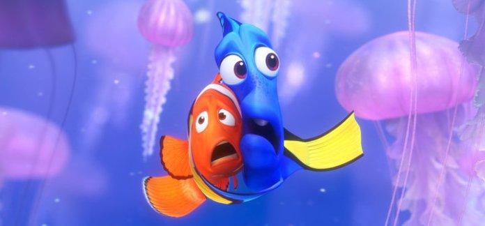 Dory e Marlin nella scena del film in mezzo al campo di meduse