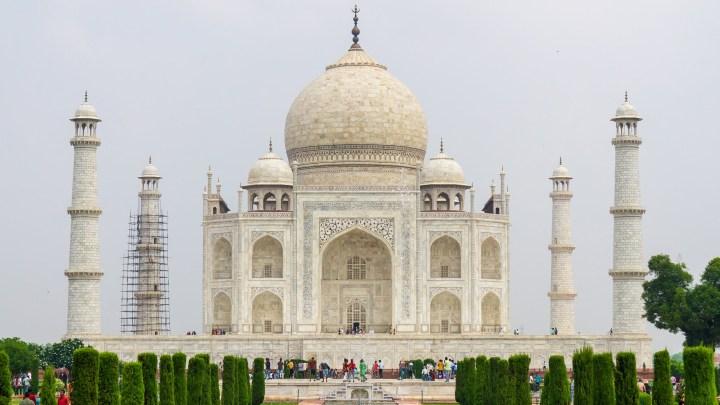 Le Taj Mahal vu depuis les jardins