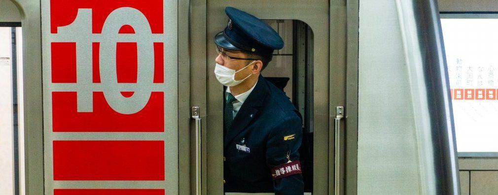 Départ d'un métro à Osaka